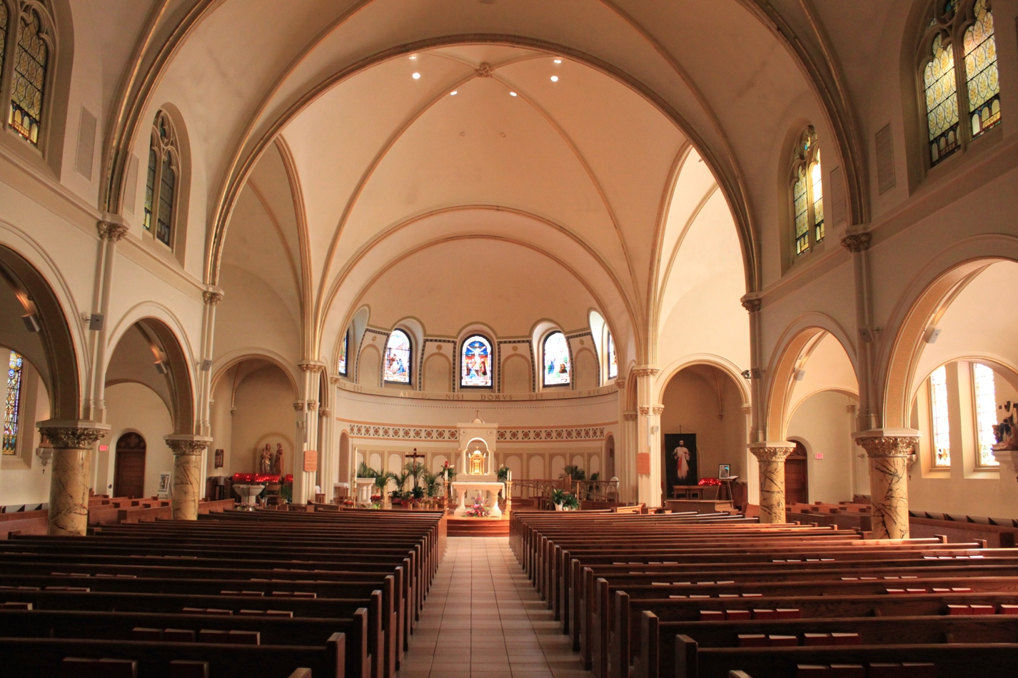 ... the Apostle Cahtolic Church Sanctuary Ann Arbor Michigan ArborWiki.JPG